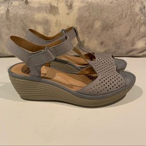 VERY GENTLY WORN CLARKS TAUPE SANDALS SIZE 8